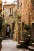 alley in the tuscany