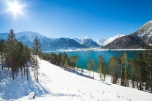 Winter landscape with beautiful mountain lake in the Alps